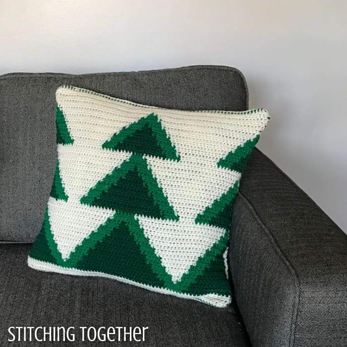 Crochet christmas tree pillow pattern with green trees