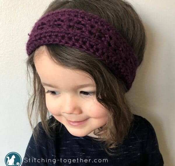 Adorable crochet toddler headband. Perfect ear warmer for fall, winter, and spring. Easy to follow directions in this free pattern! Click now to see how it is made. | Free Crochet Pattern - Toddler Headband. #crochetheadband #crochetpattern #freecrochetpattern