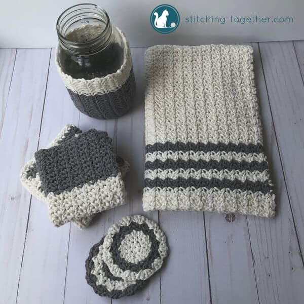 Spruce up those mason jars with this adorable crochet mason jar cozy. Perfect for adding a farmhouse touch to your home décor or use as a cozy to keep your drinks cool. This is a super easy crochet pattern you can finish in an hour.