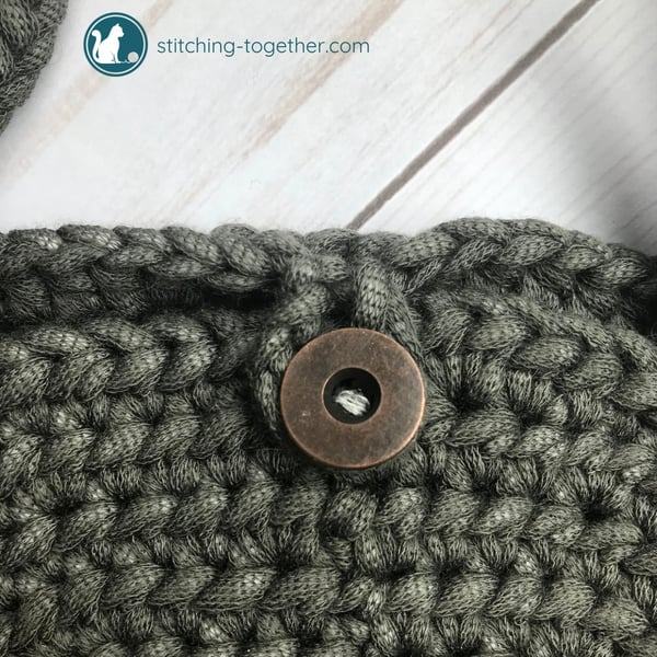 close up of button closure for circle bag pattern