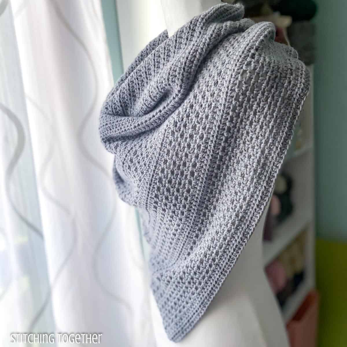 easy crochet triangle shawl on a mannequin