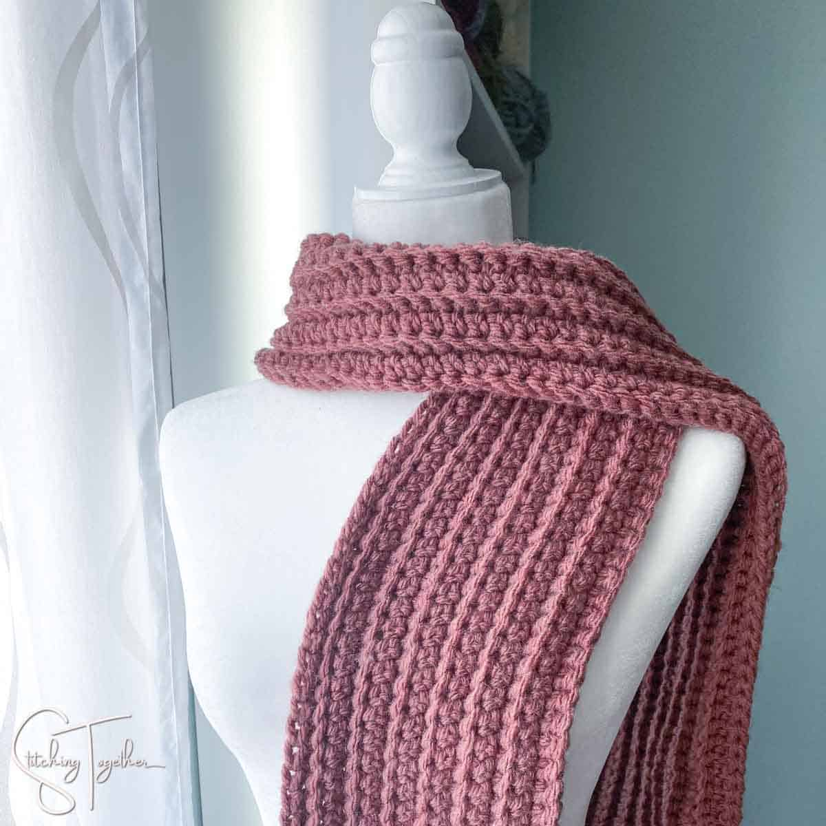 purple ribbed crochet scarf on a mannequin