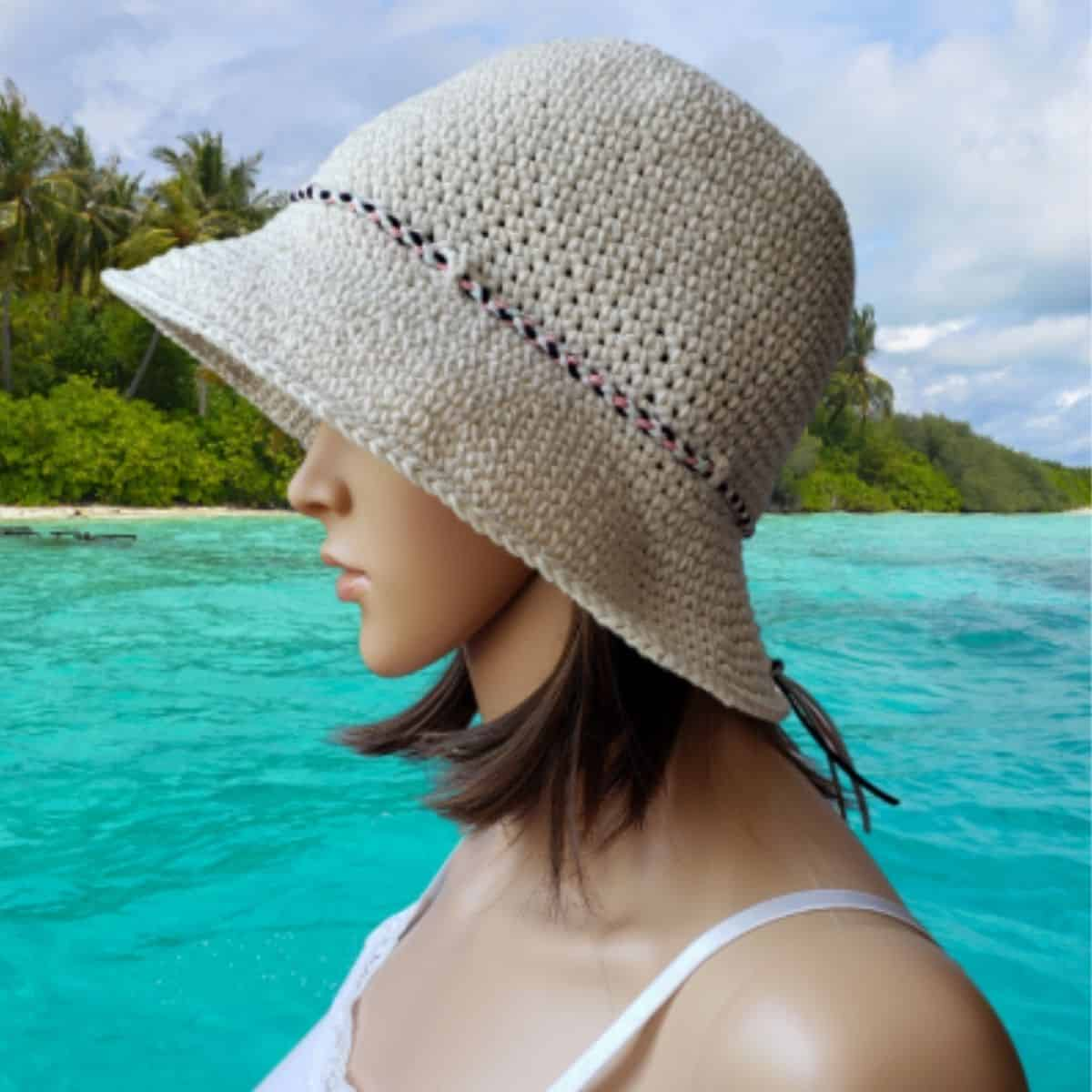 mannequin head wearing a sun hat
